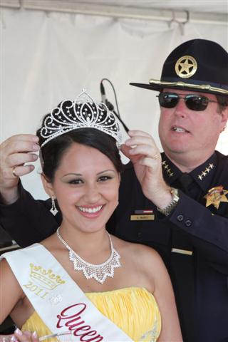 Sheriff Greg Munks crowns the queen